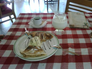 Crepa con Manzana y Helado de Vainilla - Luscherly